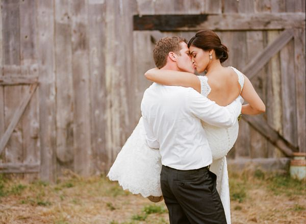 Romantic and rustic wedding kiss | photography by http://www.christina-diane.com/