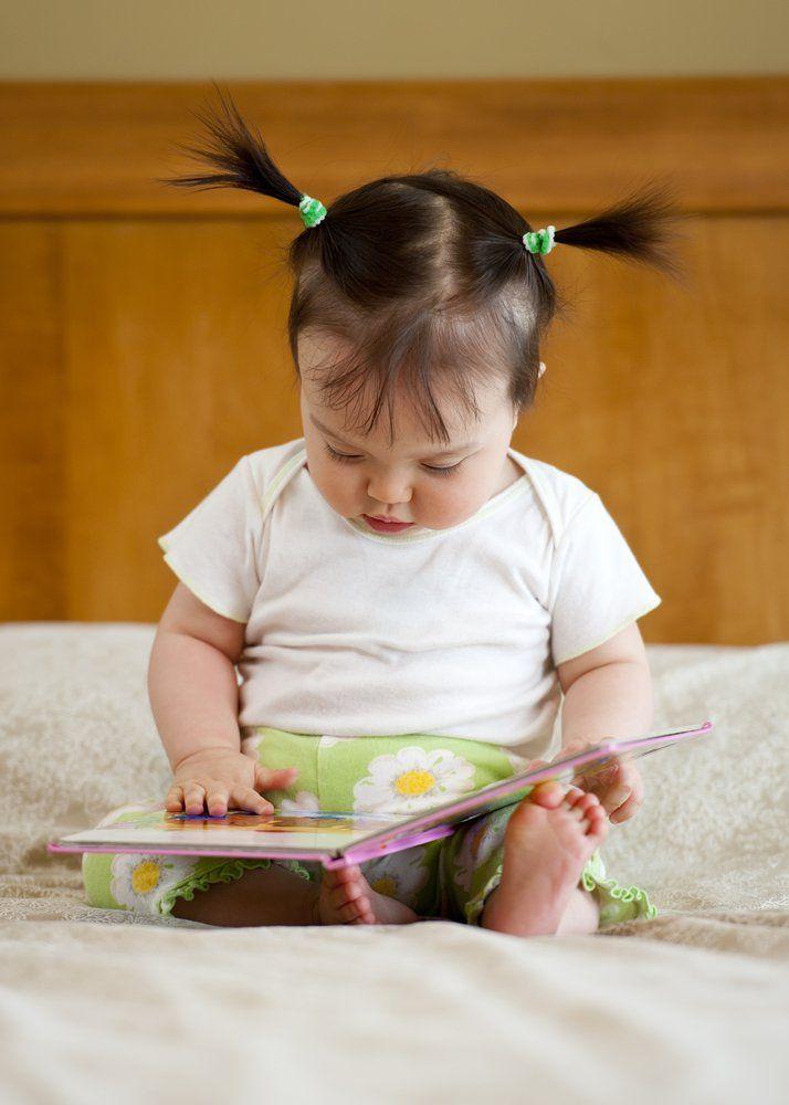 Bebê que convive com livros pode ter maior desempenho escolar