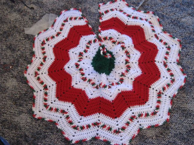 Round Ripple Tree Skirt Pattern By Lisa At Crochetville Christmas