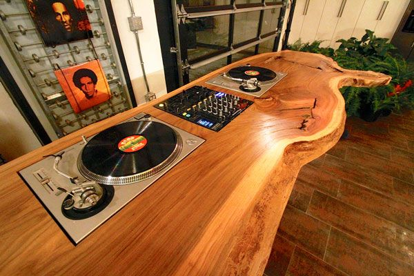 Garrett Brown Mobilier Dj Table