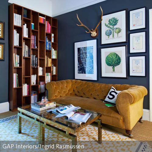 Chesterfield Sofa Mit Samtbezug Im Klassischen Wohnzimmer