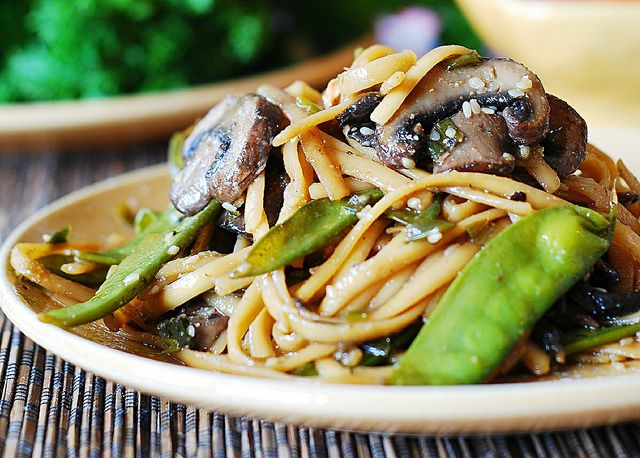 Spicy Asian noodles and mushrooms, with snow peas: 2 tablespoons sesame oil 5 green onions, chopped 1 tablespoon sesame seeds 7-10 regular button mushrooms, sliced, or 1 Portobello mushroom, sliced 1/4 cup soy sauce 1/4 cup honey 1/4 cup chicken stock 1 teaspoon Sriracha sauce  60 snow peas, ends trimmed- I think it's about 2 or 3 cups 1/2 lb pasta, preferably Fettuccine