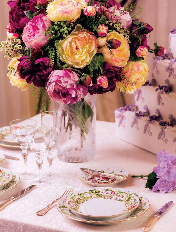 Свадебный торт диктует условия в деталях декора и цветочных композиций