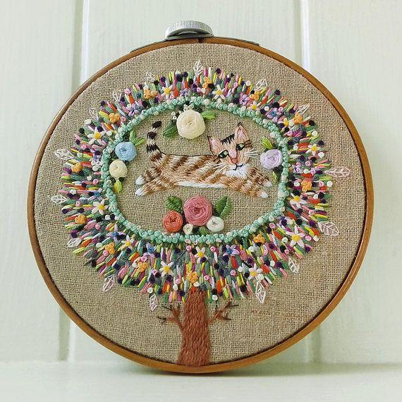 Fifteen Leaves Embroidery  Vintage Queen Hoop  Cat