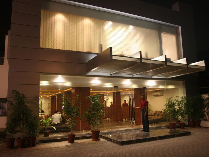 Lahore Hotel One The Mall Lahore Pakistan, Asia Hotel One The Mall Lahore is perfectly located for both business and leisure guests in Lahore. Featuring a complete list of amenities, guests will find their stay at the property a comfortable one. Free Wi-Fi in all rooms, Wi-Fi in public areas, room service, coffee shop, safety deposit boxes are on the list of things guests can enjoy. Guestrooms are fitted with all the amenities you need for a good night's sleep. In some of the ...