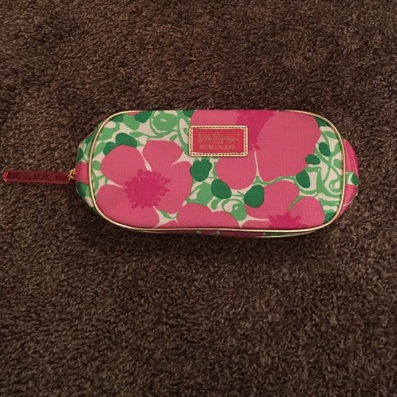 I just discovered this while shopping on Poshmark: LILLY PULITZER MAKEUP BAG. Check it out!  Size: OS