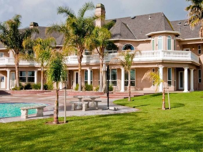Private Estate With Gardens And A Swimming Pool Just West Of Merced Ca East San Jose