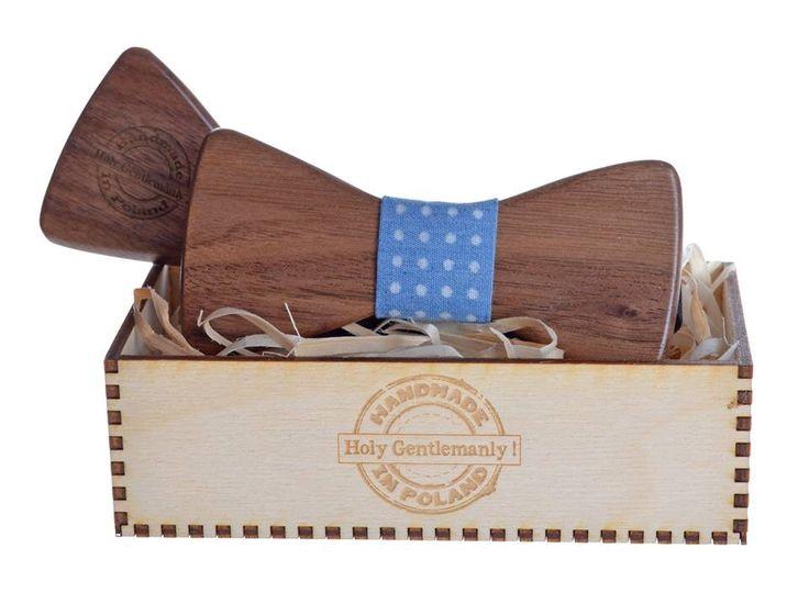 Eleganckie pudełko doskonale przechowuje i prezentuje muszkę