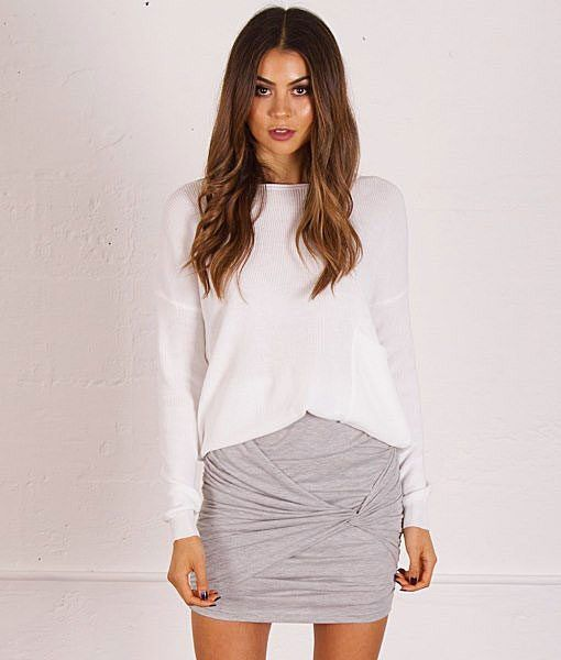 Meg-Lightweight-Knit-with-Pocket-AGKNT38-WHITE |  This outfit looks great with either a statement necklace or a giant scarf.