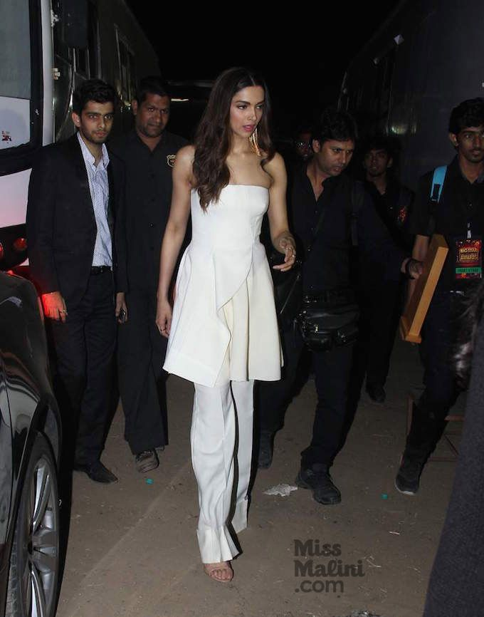 Hippily - Deepika Working The Pantdress!