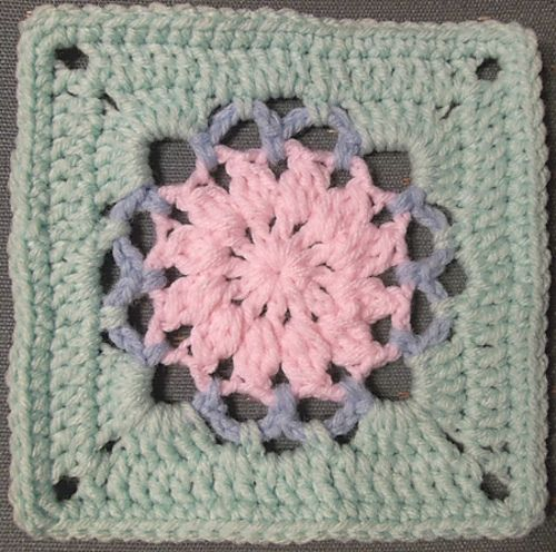 Ravelry: Scraplyn's Granny Square 12