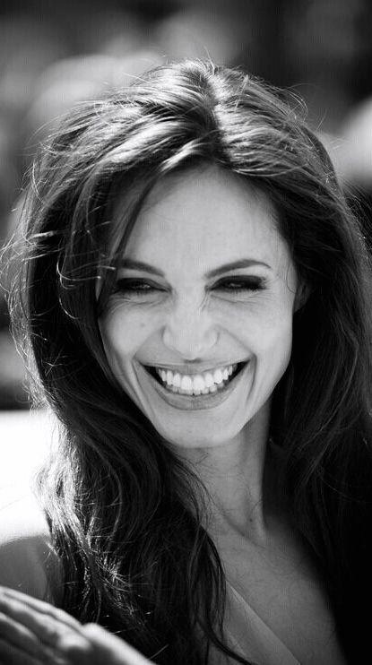 day 2, ?10: Сильная и красивая  женщина с большим сердцем. Мне кажется, она одна из немногих знаменитостей, кто не потерял себя в погоне за успехом.