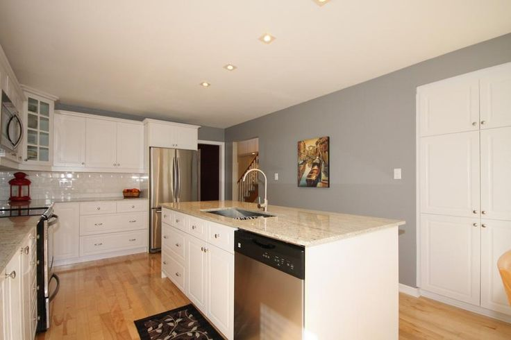OPEN HOUSE: Today, 2:00-4:00.  All welcome.  Virtual tour #157747 - 1 Beatty Crescent, Aurora, Ontario L4G5V2