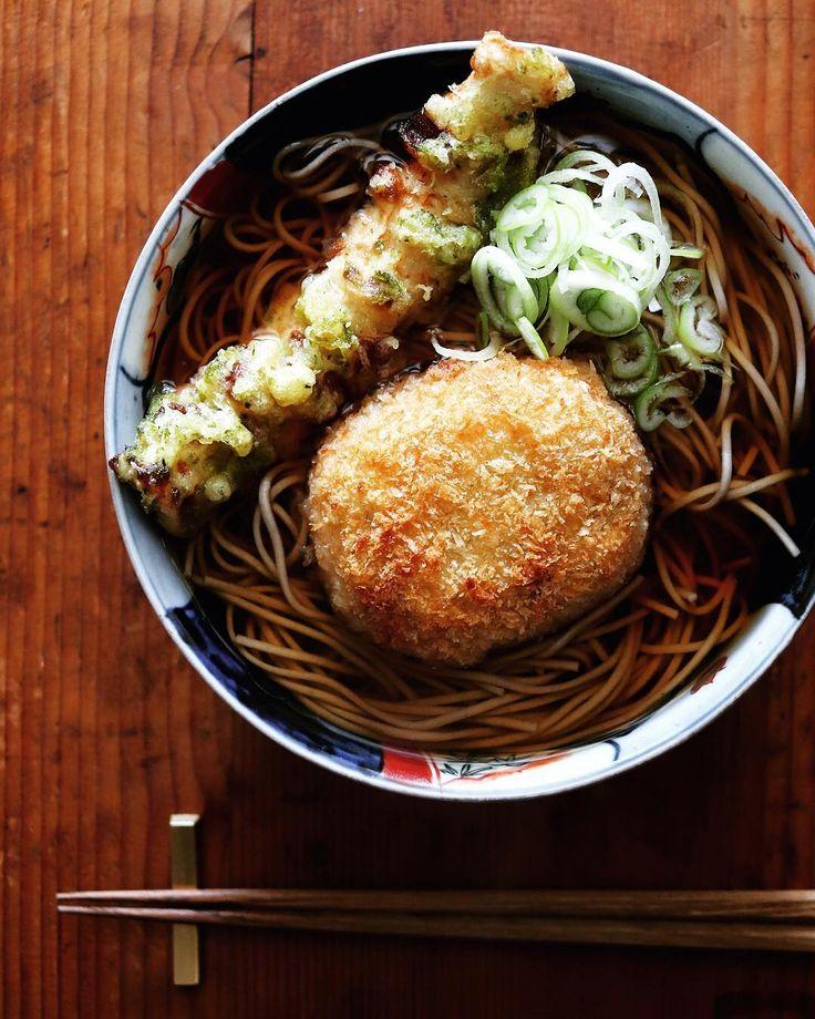 """11.8k Likes, 60 Comments - Masaki Higuchi (@higuccini) on Instagram: """"croquette soba . ランチにコロッケそば、 ちくわ天もプラス。 . 賛否あるみたいだけど、つゆに浸したコロッケがとっても美味い。惣菜トッピングの中ではかなり上位のコロッケ。 . .…"""""""