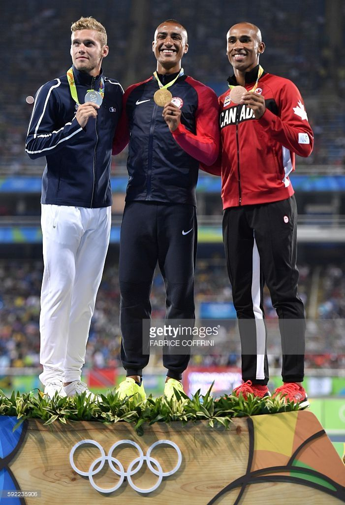 France's Kevin Mayer (silver medal), USA's Ashton Eaton (gold medal) and Canada's Damian Warner (bronze medal) pose during the podium ceremony for the Men's Decathlon during the athletics event at the Rio 2016 Olympic Games at the Olympic Stadium in Rio de Janeiro on August 19, 2016. / AFP / Fabrice COFFRINI