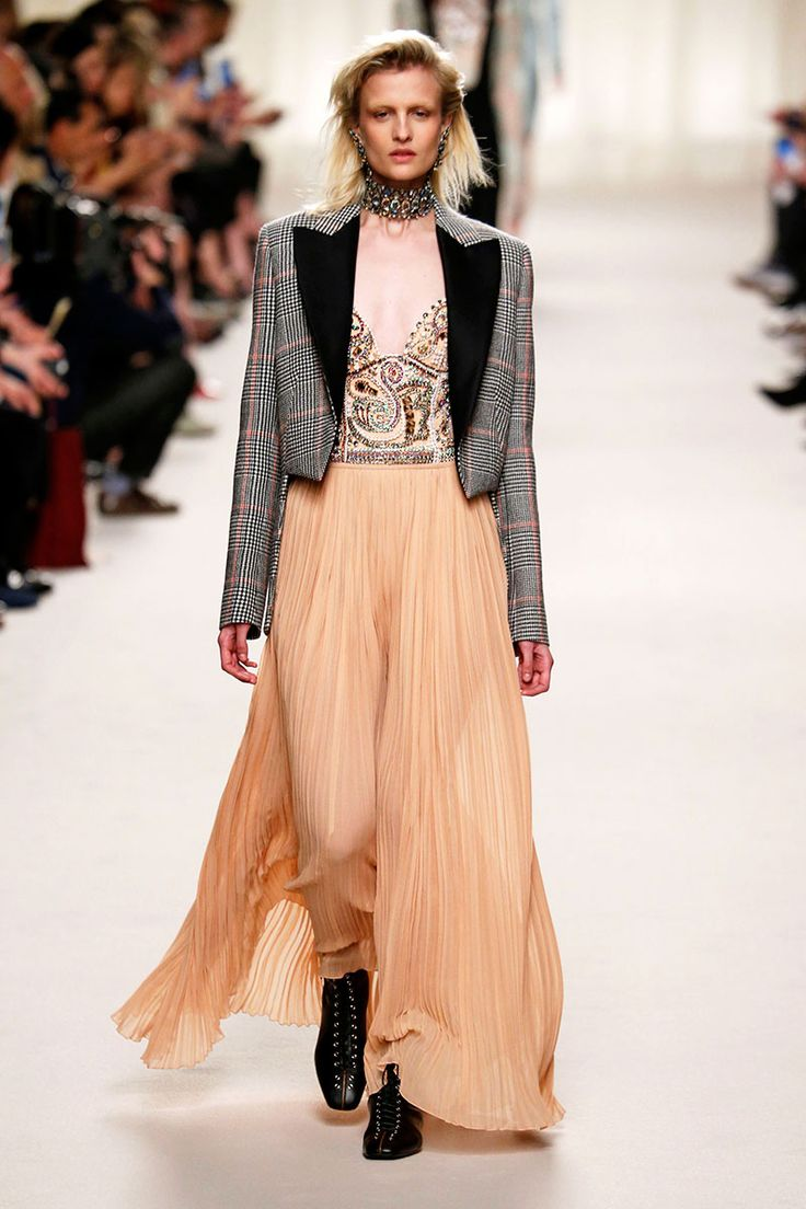 Lange plissé rok van Lanvin herfst winter 2016 2017, photo: courtesy of Bottega Veneta