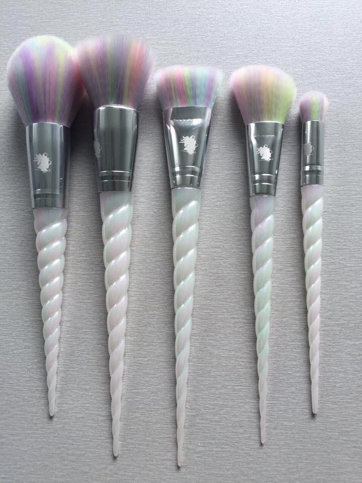 Amazing unicorn makeup brushes! Will add a touch of happiness to your daily makeup routine!!