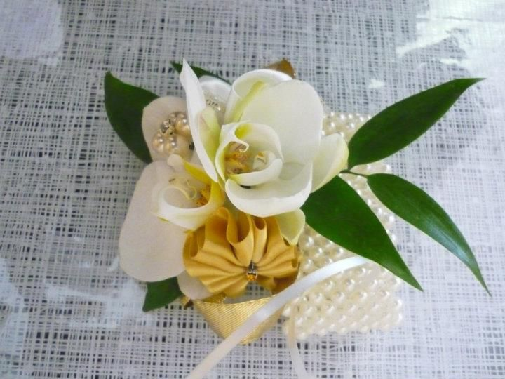 Lady's corsage with pearl bracelet