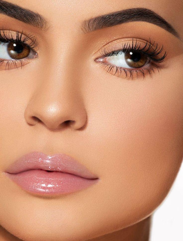 O novo High Gloss da Kylie Jenner - https://www.pausaparafeminices.com/lancamento-2/o-novo-high-gloss-da… | Maquiagem simples, Maquiagem madrinha, Maquiagem natural