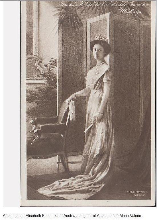 Marie Valerie's eldest daughter, Arch Duchess Elisabeth Franziska, Countess Waldburg zu Zeil und Hohenems, wearing her mother's Kochert tiara