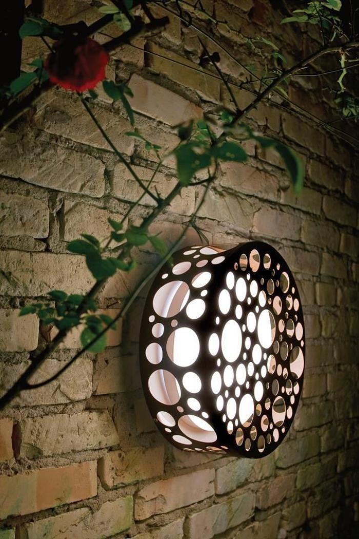 наружное освещение, уникальный абажур и подлинные кирпичные стены