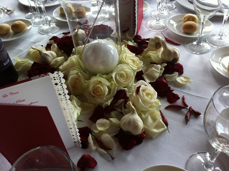rose, aglio, peperoncino ed il menu in pizzo per il matrimonio sardo pugliese