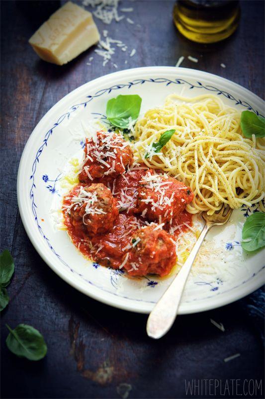Klopsiki w sosie z pieczonych pomidorów – White Plate