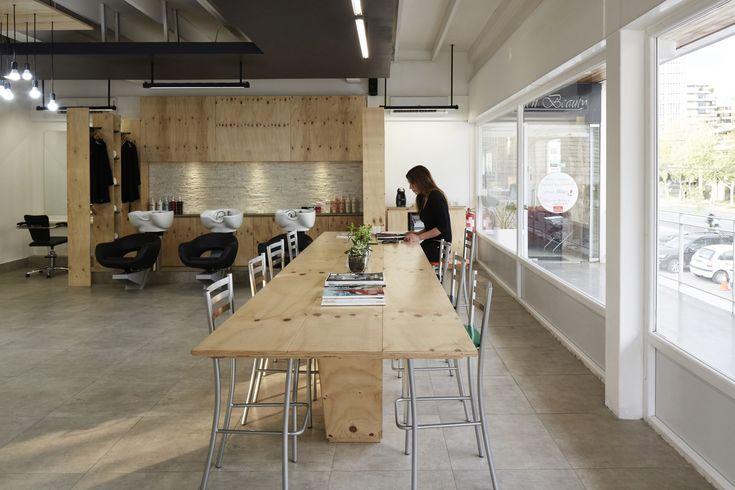 Galería de Dos ejemplos de cómo incorporar tableros de madera terciada en un proyecto de arquitectura - 2
