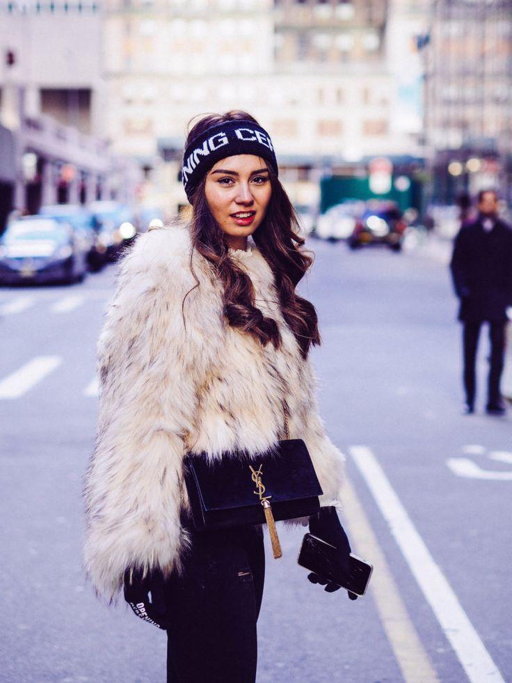 NYC, Straße, Milena, Stirnband, Felljacke, schwarze Tasche, Handschuhe