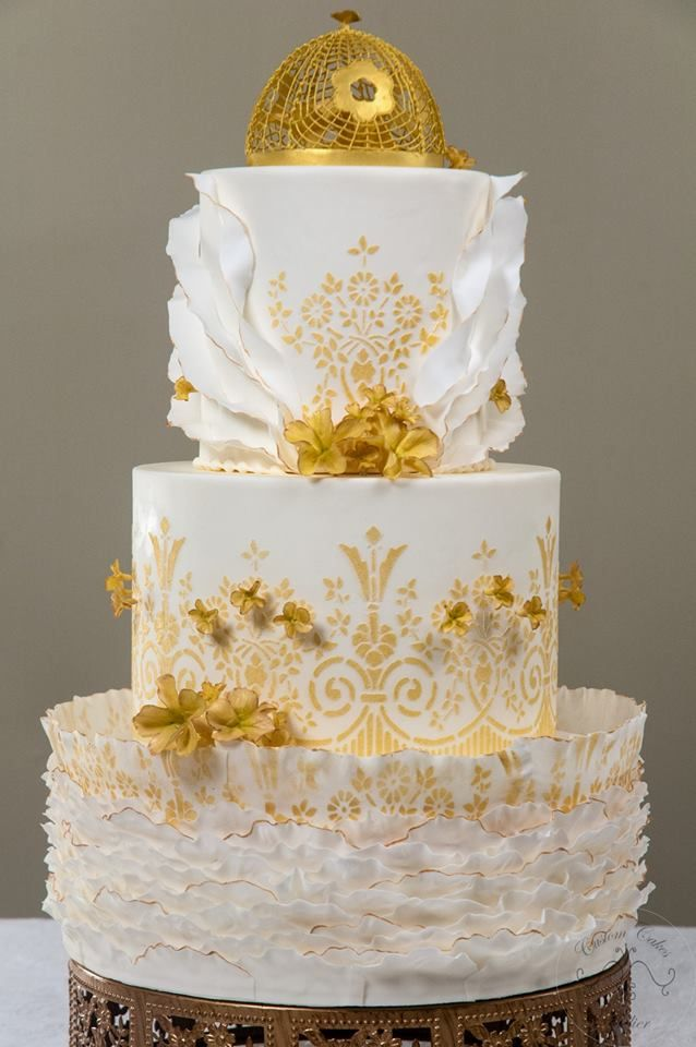 Love This Cake By Custom Cakes Atelier Beautiful Use Of Our Deco Garden Stencil Available