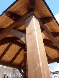 cenador cuatro aguas y pilares de madera