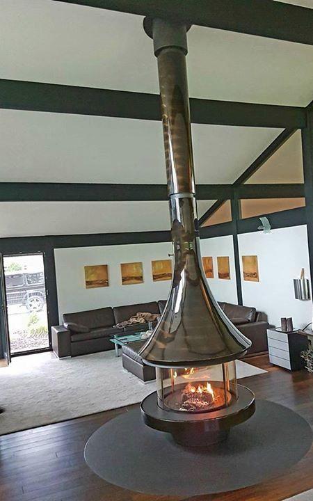 #cheminée Eva 992 vernie #design #chauffage #different #bois #fireplace #stove #bordelet #wood #bordelet une marque du @groupe_seguin