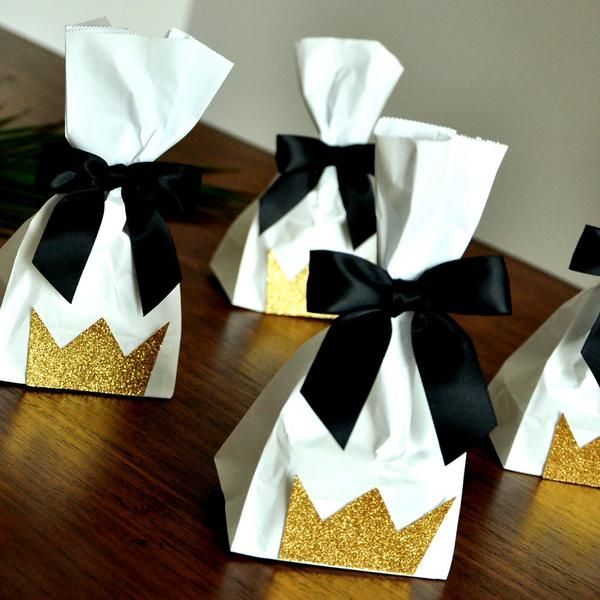 "Confetti Momma's ""Wild Crown Party Favor Bags & Bows "" are sure to send your little wild one's party guests home happy. They can be such a cute way to wrap"