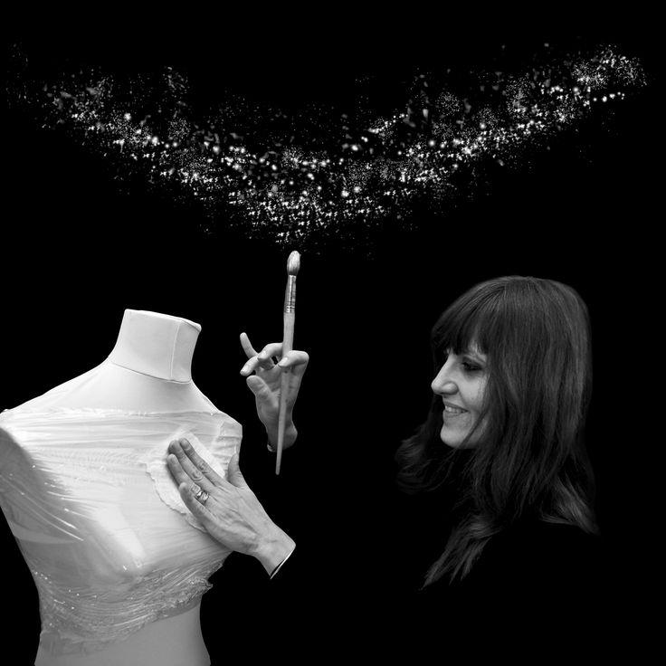 """Caterina Crepax: """"Vi racconto i miei sogni vestiti di carta"""" - L'artista, designer, architetto: La sua storia, i suoi abiti scultura, suo papà Guido, il suo lavoro, i suoi sogni.  L'intervista a Caterina Crepax. (ph. Alessio Ponti)  - Read full story here: http://www.fashiontimes.it/2016/02/caterina-crepax-racconto-sogni-vestiti-carta/"""