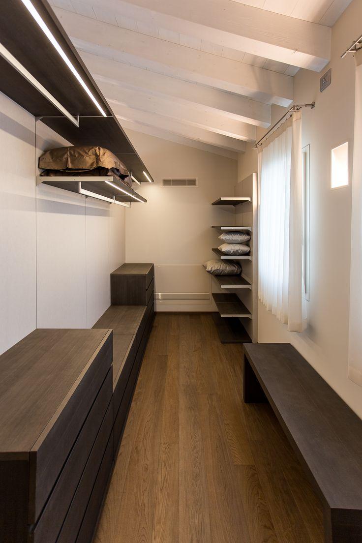 Le 25 migliori idee su cabina armadio padronale su for Armadio mansarda ikea