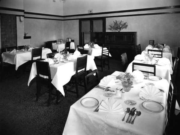 [United Kingdom Hotel, 199 Queens Parade, Clifton Hill] [picture] / Fred M. Day., State Library of Victoria