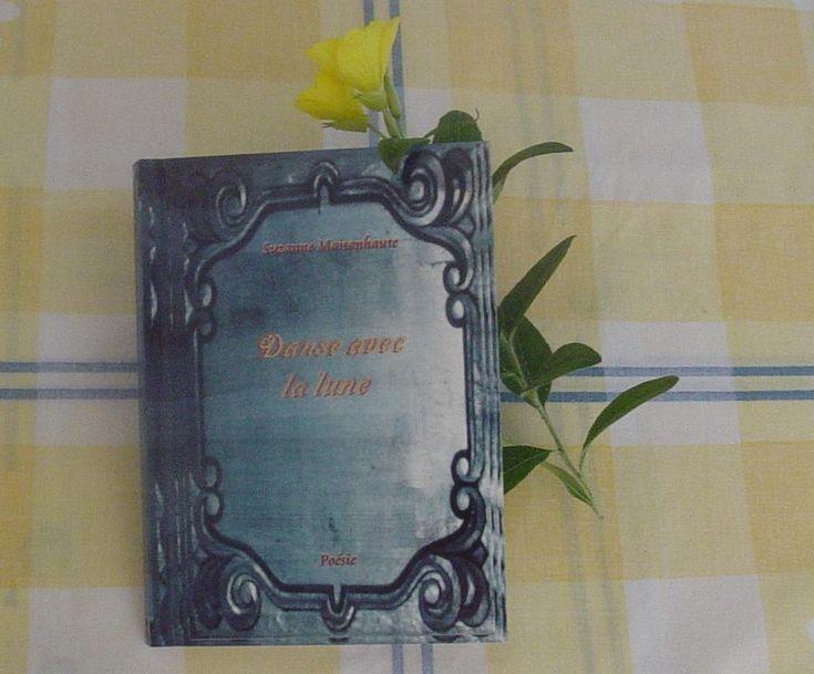 Ce roman joyeux et frais retrace une année sabbatique dans un village bulgare. Ecriture poétique, poèmes en vers et récits en prose, dialogues qui nous font tendre l'oreille.