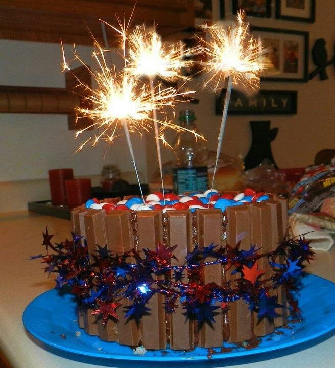 Sparkler 4th of July cake! Cake Decorating Ideas Pinterest