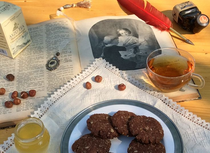 "Black tea infused with Tokaji aszú wine. Schwarzer Tee mit Tokajer Wein Aroma. Thé au vin hongrois appelé 'Aszú"" Czarna herbata o smaku wina aszú."
