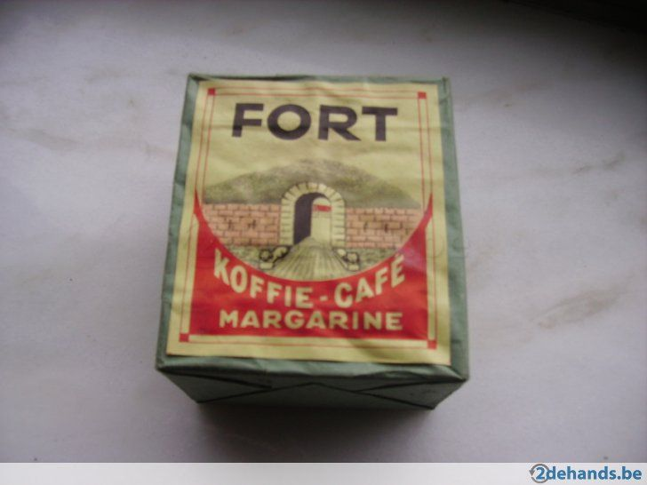 nog gevuld met doosjes met originele lucifers begin jaren 50 vintage
