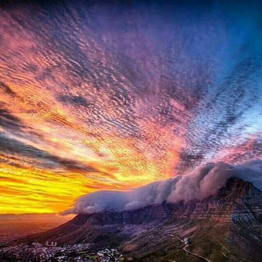 Table Mountain with it' s blancket at sunset!