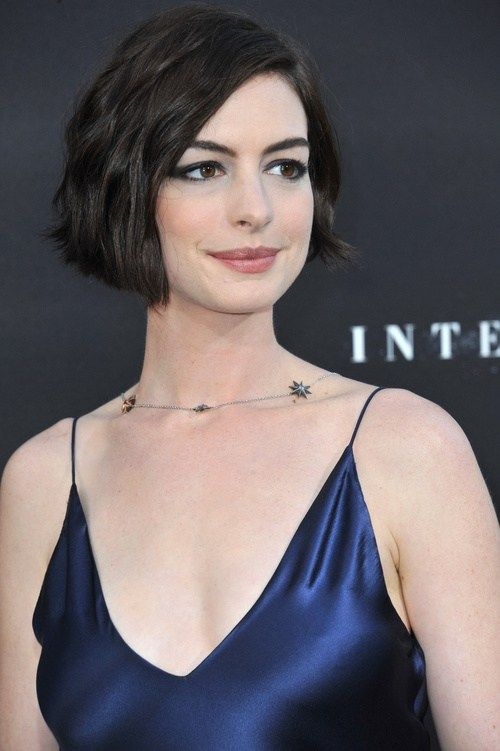 wavy bob hairstyle for oblong face