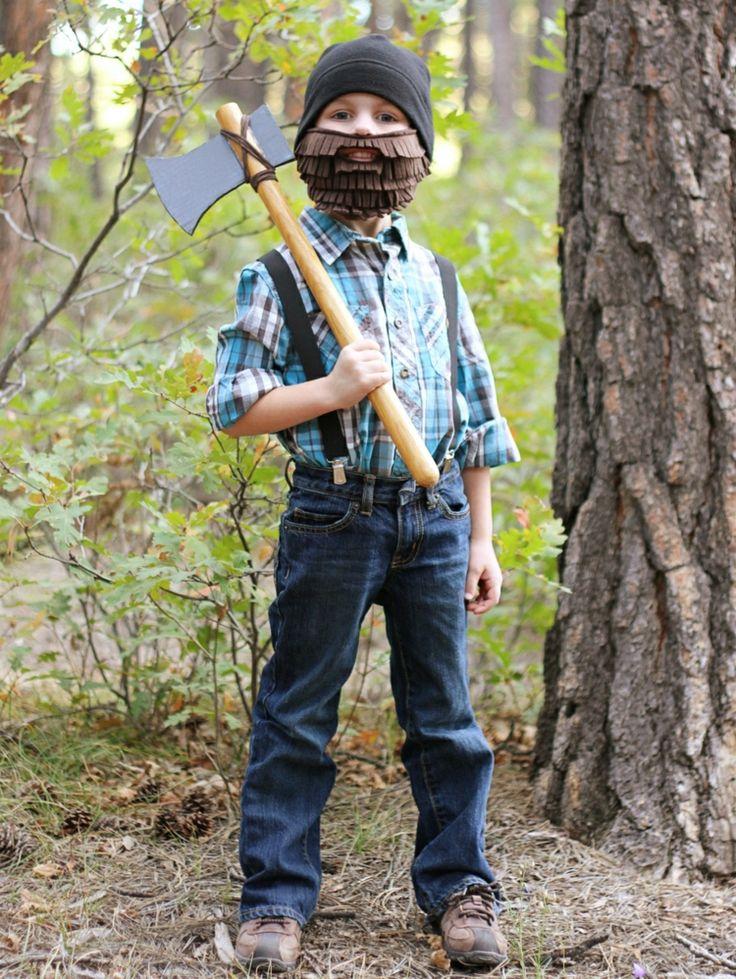 Das Kind können Sie als Holzhacker mit einem Filzbart verkleiden