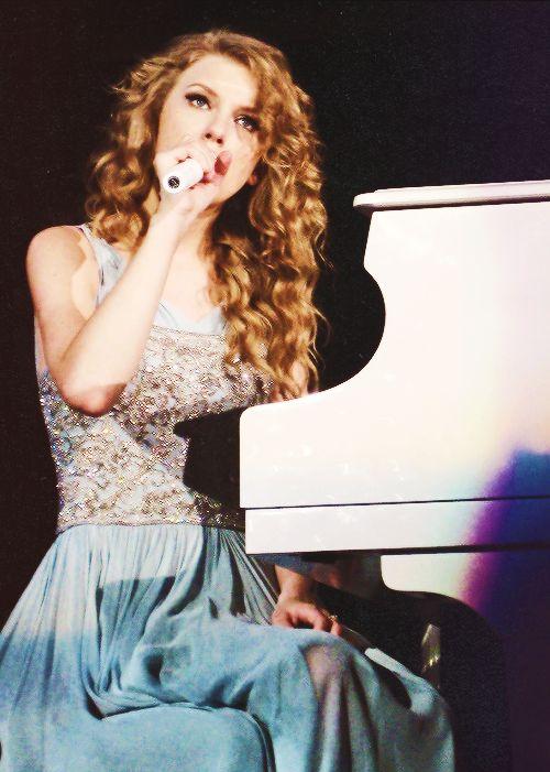 Taylor Swift <3 so beautiful!