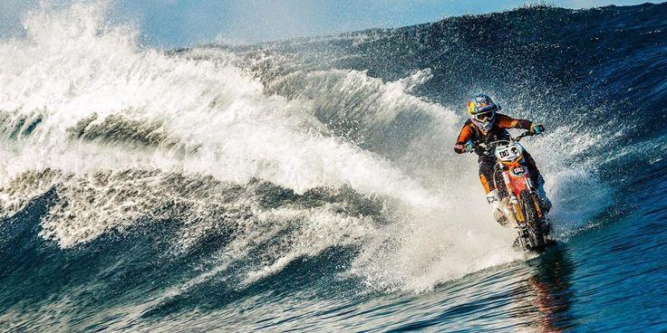 Μοτοσυκλέτα κάνει… surf (vid)