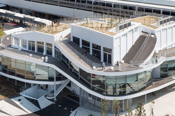 群馬県太田市──群馬県太田駅前に整備された太田市美術館・図書館.北口駅前広場の移転にともない更地となった跡地に…