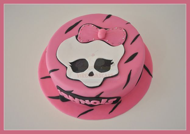 Virginias Cake: Tarta Monster High Jenngis http://www.virginiascake.com/portfolio-items/tarta-monster-high-jenngis/