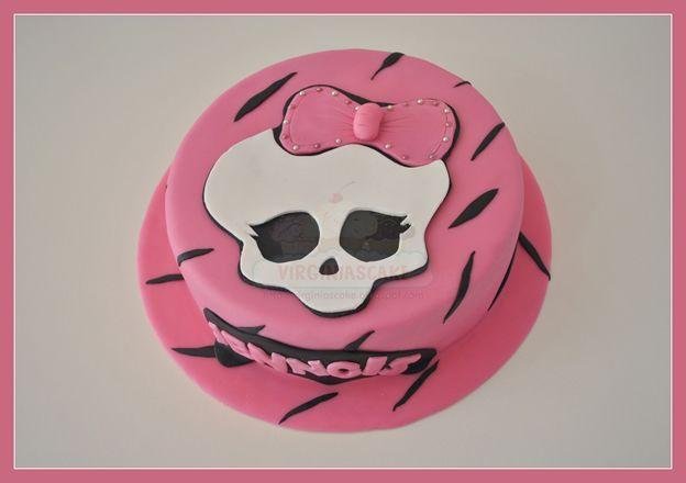 Virginias Cake: Tarta Monster High Jenngis http://www.virginiascake.com/portfolio-items/tarta-monster-high-jenngis/