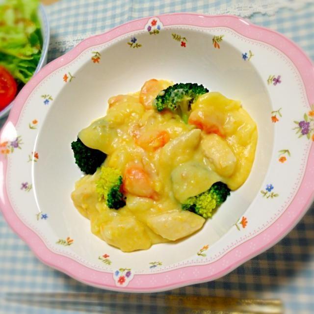 我が家のシチュー肉、鶏のささみが定番になりつつあるかも꒰  *‾ʖ̫‾ ꒱  *チーズクリームシチュー *サラダ - 4件のもぐもぐ - チーズクリームシチュー*1/14 by yukibo