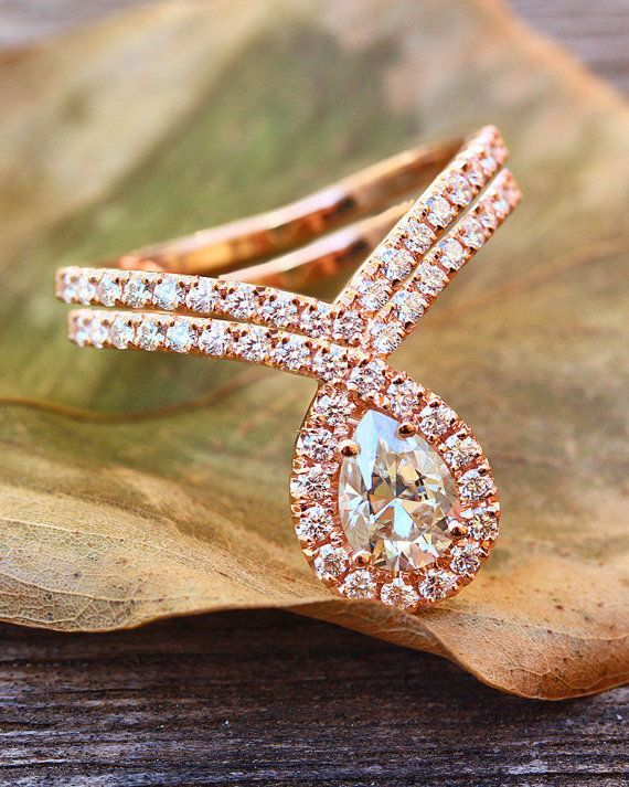 Description: ♥ Wedding set 0.8ct pear shaped Moissanite Bliss ring 14k or 18k solid gold and a matching Chevron diamond band. ♥ Magnificent